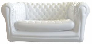 Le canapé chesterfield gonflable