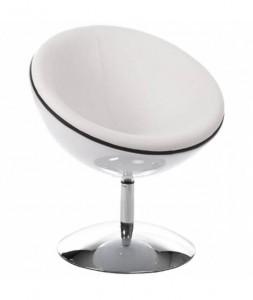 Un fauteuil rétro en forme de sphère